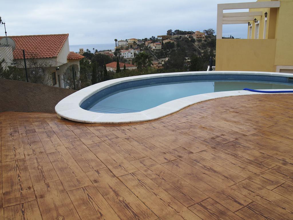 Pavimento impreso y t cnicas relacionadas for Pavimento para alrededor piscina